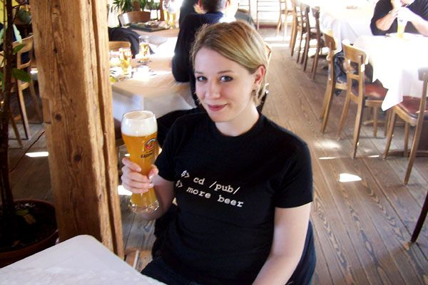 T-Shirt mit Spruch: cd pub; more beer